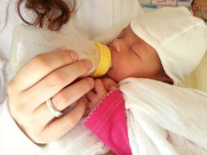 How-to-Bottle-Feed-A-Breastfed-Baby