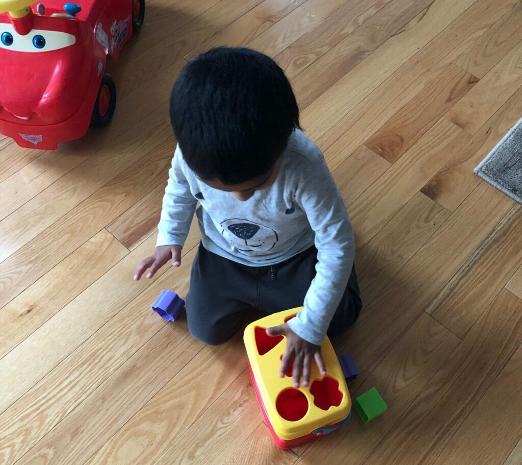 toddler-sorting-shapes