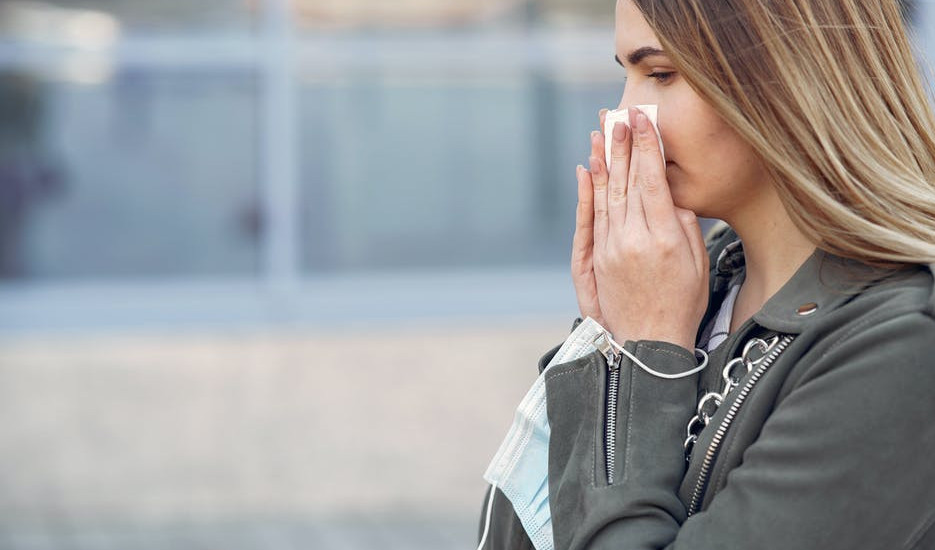 Natural Remedies for Colds and Flu during Pregnancy-women-cleaning-her-nose-with-tissue