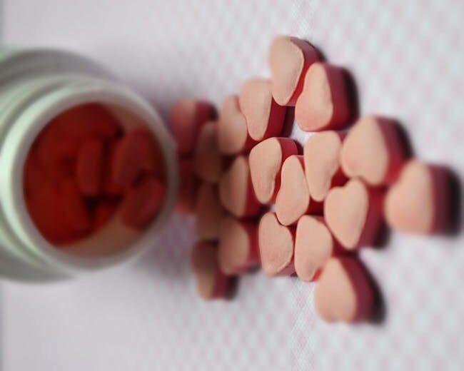 Best postnatal vitamins for breastfeeding moms - heart shape multivitamins