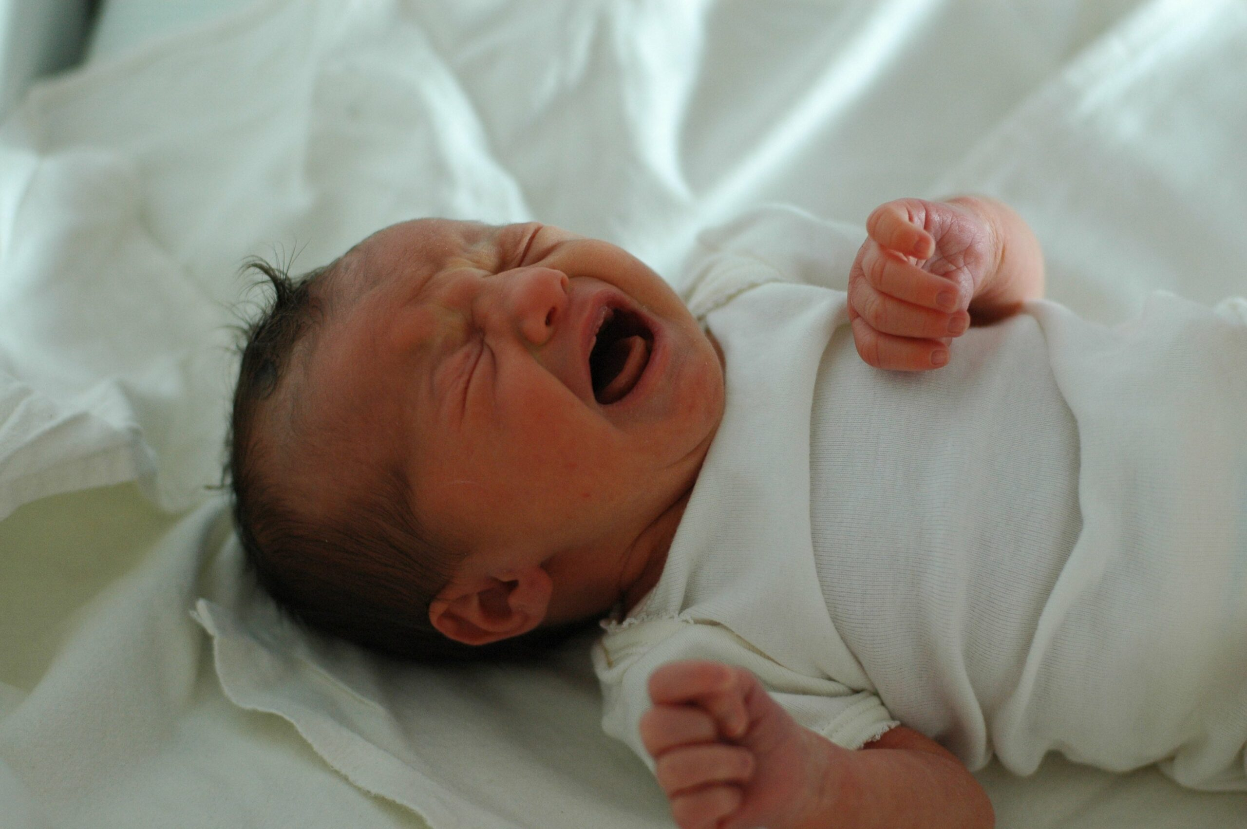 5 Ways to Make a Bassinet More Comfortable for your Newborn-infant crying