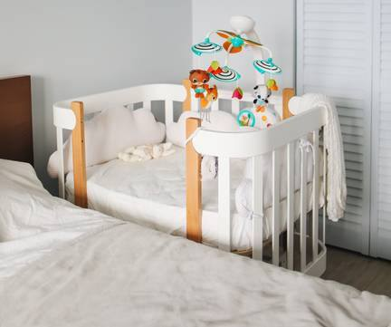 5 Ways to Make a Bassinet More Comfortable for your Newborn-bedside bassinet