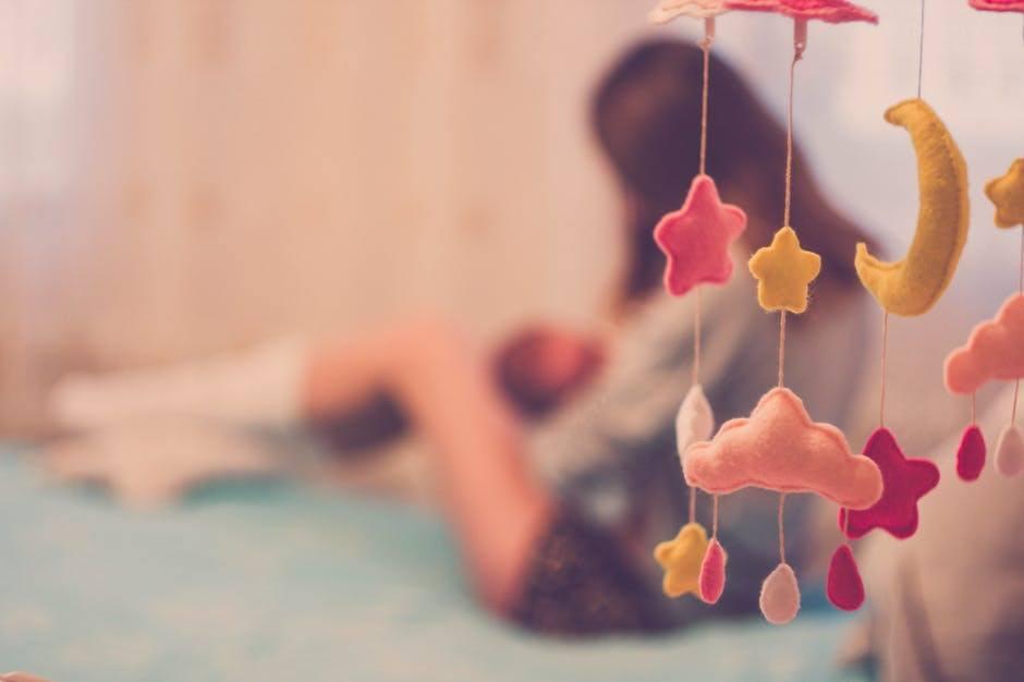 6 Amazing Flat Nipple Breastfeeding Tools to make Life easier -mom breastfeeding baby