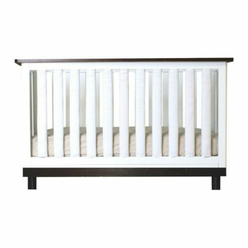 white vertical crib bumpers