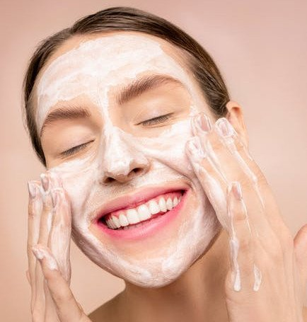 Best Natural Face Washes for Oily Skin during Pregnancy-women rubbing face with white foam