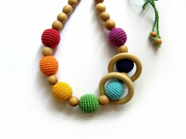 8 Best Non-Toxic Teething Necklaces for Mom