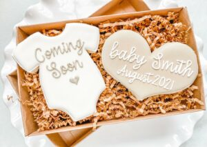 31 Creative Ways to Announce Pregnancy to Immediate Family - custom cookie  for pregnancy announcement