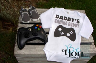 31 Creative Ways to Announce Pregnancy to Immediate Family - dabbys gaming buddy onesie for pregnancy annoucment