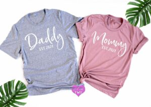 31 Creative Ways to Announce Pregnancy to Immediate Family - daddy to be and mommy to be tshirt