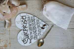 31 Creative Ways to Announce Pregnancy to Immediate Family - puzzle for pregnancy reveal
